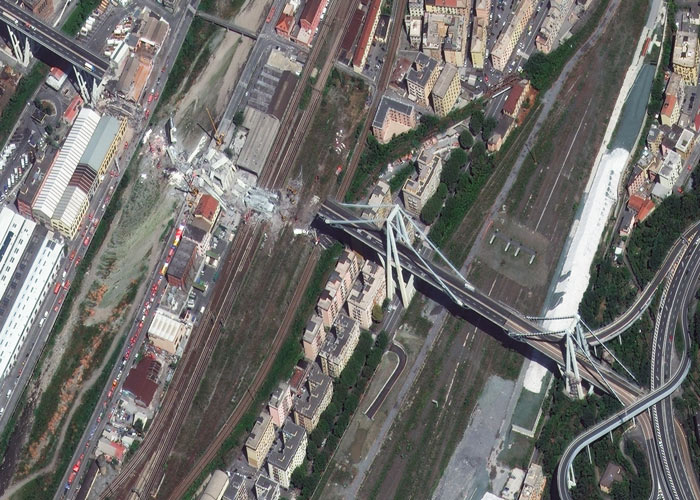 Satellite image at 30 cm resolution showing the collapsed section of Morandi Bridge in Genoa, Italy. The high quality of the data makes it possible to zoom in on the image and thereby identify the extent of the damage. 📷 15/8/2018 by WorldView-4 © European Space Imaging