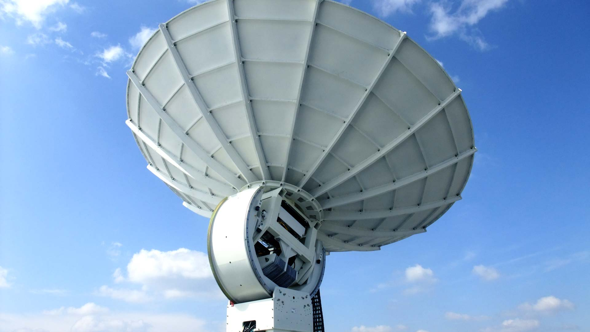 European Space Imaging's antenna at the Direct Access Facility